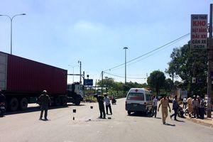 Người phụ nữ bị cán tử vong sau cú va chạm với xe container