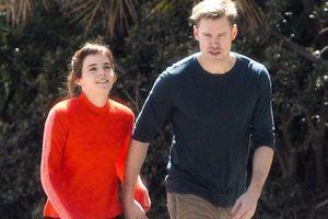 Emma Watson công khai hẹn hò nam diễn viên cơ bắp của 'Glee'