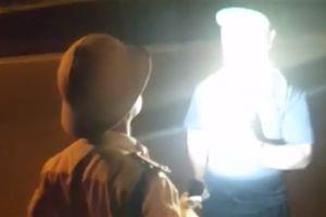 CSGT rọi đèn pin vào mặt: Đến tận nhà xin lỗi