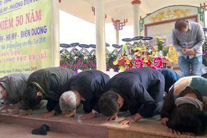 Người Hàn Quốc đến quỳ gối xin lỗi dân làng Hà My