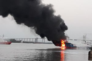 Thủ tướng chỉ đạo khẩn trương xử lý sự cố cháy tàu chở dầu tại Hải Phòng