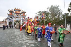 Chế Linh, Trường Vũ song ca trong lễ hội đền Diên Cờ độc đáo xứ Nghệ