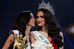 Á hậu nước chủ nhà Thái Lan chúc mừng tân Hoa hậu Hương Giang
