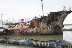 Cận cảnh tàu chở xăng dầu Hải Hà 18 hư hỏng nặng sau vụ cháy