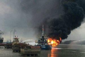 Hải Phòng: Tàu chở dầu bốc cháy dữ dội ở cảng Đình Vũ