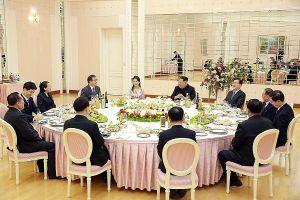 Quan chức Hàn Quốc khen ông Kim Jong-un là người chồng dễ chịu