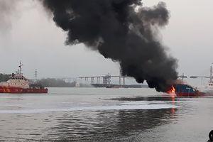 Khống chế dầu tràn sau vụ cháy tàu Hải Hà 18
