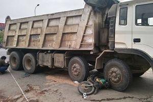 Người phụ nữ chở gạo bị xe tải cán tử vong