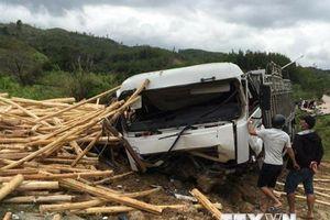 Xe container đâm vào xe tải trên Quốc lộ 1A, 3 người bị thương
