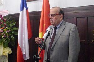 Trao Kỷ niệm chương Vì hòa bình hữu nghị tặng Đại sứ Chile