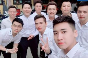 Cận cảnh dàn mỹ nam toàn 'sao' bê tráp cho Khắc Việt trong đám hỏi