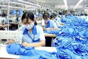 Việt Nam tăng lương nhanh nhưng vẫn là đồng lương 'chết đói' với người lao động