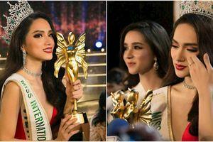 Đăng quang Hoa hậu rồi, sao Hương Giang vẫn chưa về nước?