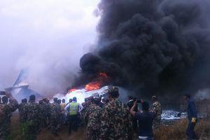 Máy bay chở 71 người rơi, bốc cháy ở phi trường Nepal