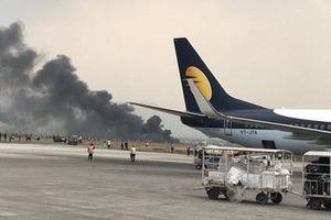 Máy bay chở khách bốc cháy tại sân bay Nepal, 49 người chết