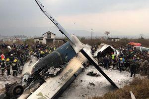 Hiện trường vụ máy bay gặp nạn khi hạ cánh ở Nepal, 50 người chết