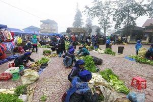 Phiên chợ trong sương độc đáo của người dân tộc ở Ý Tý