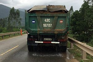 Quảng Nam: Đã vi phạm, tài xế xe tải còn đe dọa CSGT