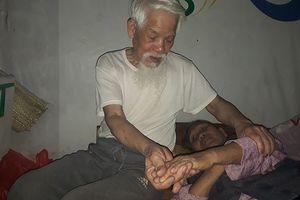 Cảm động cụ bà 80 tuổi chạy thận, chồng vẫn cần mẫn chăm sóc trong nhà trọ