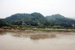 Vụ nhiều người đuối nước trên sông Hồng: Tìm thấy thêm thi thể 1 nạn nhân