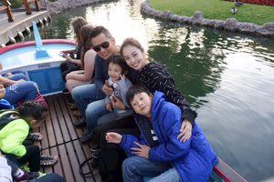 Những khoảnh khắc hạnh phúc của gia đình Jennifer Phạm tại Disneyland