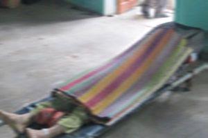 Phẫn nộ: Con trai dùng gậy rượt đuổi, đập đầu mẹ 55 tuổi tử vong