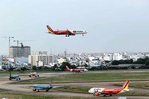 Đi máy bay cũng khổ: Cải thiện hạ tầng để giảm chậm chuyến