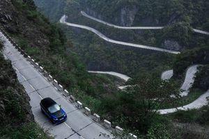 Range Rover Sport SVR 'xô đổ' kỷ lục của Ferrari 458 trên cung đường 99 khúc cua