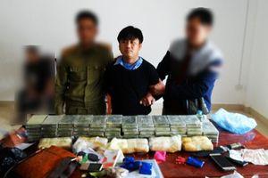 Phá đường dây ma túy khủng, thu súng K59 và 60 bánh heroin