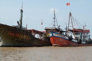 Tàu 'ma' trôi dạt trên vùng biển Bạc Liêu