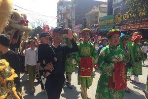 Bày hàng trăm mâm cỗ đón đoàn rước kiệu ở Lạng Sơn