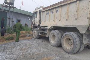 Xe tải tự trôi đâm chết người ở mỏ đá