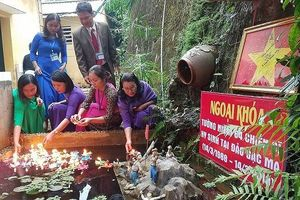 Tưởng niệm chiến sĩ Gạc Ma ở ngôi trường trên đỉnh Trường Sơn