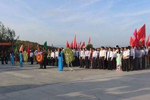 Dâng hương tưởng niệm chiến sỹ hy sinh tại đảo Gạc Ma