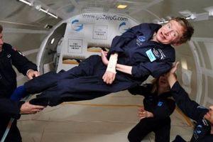 Vì sao Stephen Hawking 'là người Anh vĩ đại'?
