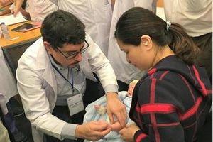 Khám miễn phí và hỗ trợ điều trị cho các bé bị dị tật bẩm sinh