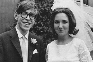 Chuyện tình của 'ông hoàng Vật lý' Stephen Hawking