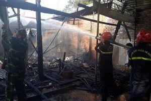 'Bà hỏa' thiêu rụi khu nhà gỗ rộng hơn 100m2 của cơ sở massage Bình An