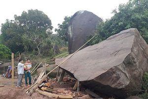 Hòa Bình: Tảng đá lớn làm sập nhà dân do sạt lở
