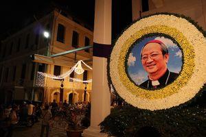 Hàng ngàn người dự Thánh lễ phát tang Đức Tổng Phaolô