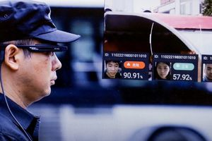 Cảnh sát Trung Quốc dùng kính thông minh bắt tội phạm