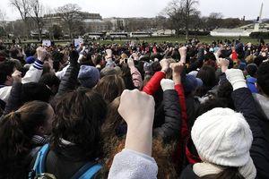 Học sinh Mỹ phẫn nộ 'nổi dậy' chống lại bạo lực súng đạn
