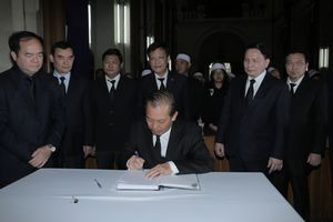Phó Thủ tướng Trương Hòa Bình viếng Tổng Giám mục Phaolô Bùi Văn Đọc