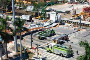 Cận cảnh hiện trường vụ sập cầu bộ hành vừa xây xong tại Mỹ