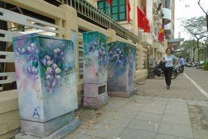 Hà Nội: Biến bốt điện nhếch nhác biến thành 'tranh' nghệ thuật