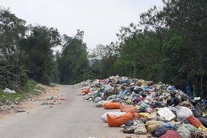 Hà Tĩnh: Xã NTM đau đầu vì bãi rác, dân đổ trộm ra đường