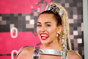 Miley Cyrus bị cáo buộc đạo lời, bồi thường 300 triệu đô với 'We Can't Stop'