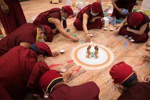 Tranh đường kính 9 m xác lập kỷ lục tranh Mandala ngọc đá quý lớn nhất Việt Nam