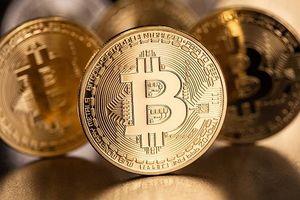 Hôm nay giá Bitcoin tiếp tục lao dốc