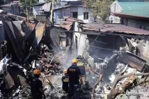 Máy bay rơi trúng nhà dân ở Philippines khiến nhiều người thiệt mạng